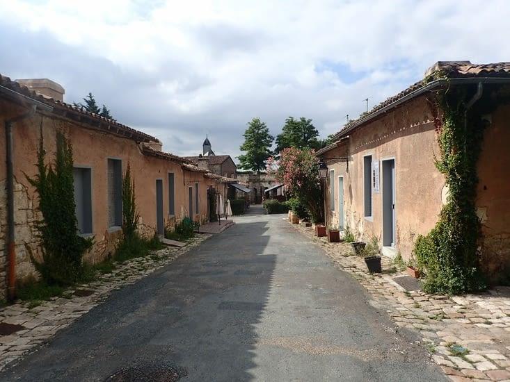 Et le village.