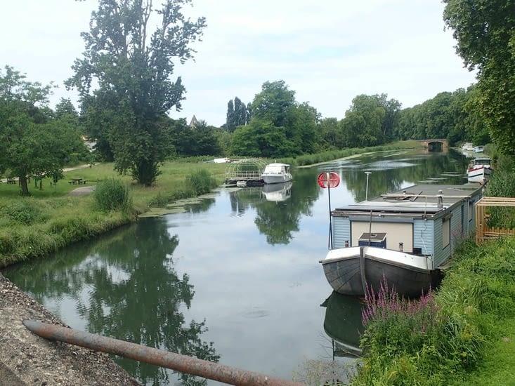 L'arrivée au canal.