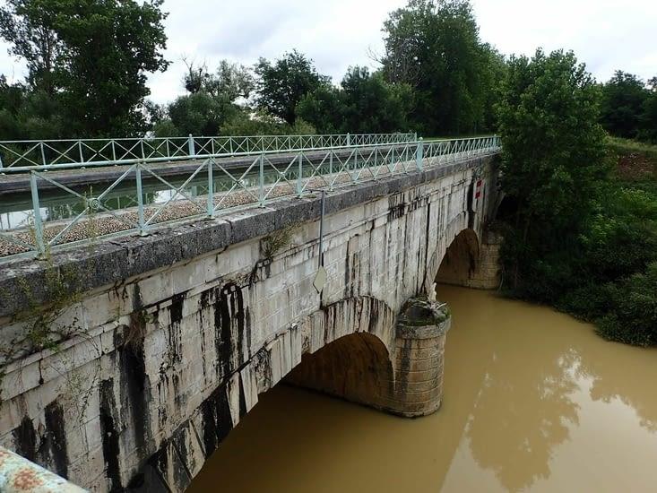 Le pont canal avant Agen.