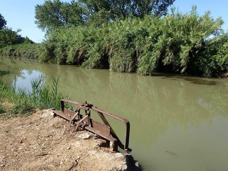 L'accès au canal à Narbonne.