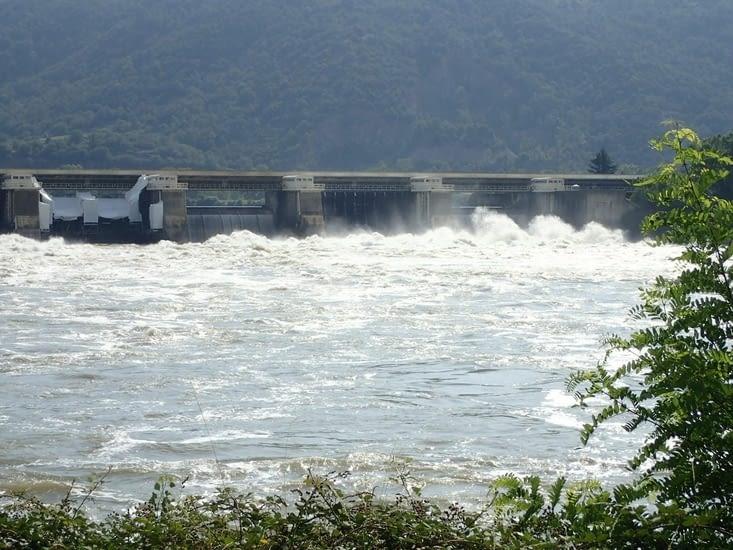 Les eaux sont hautes,  tous les barrages sont ouverts.