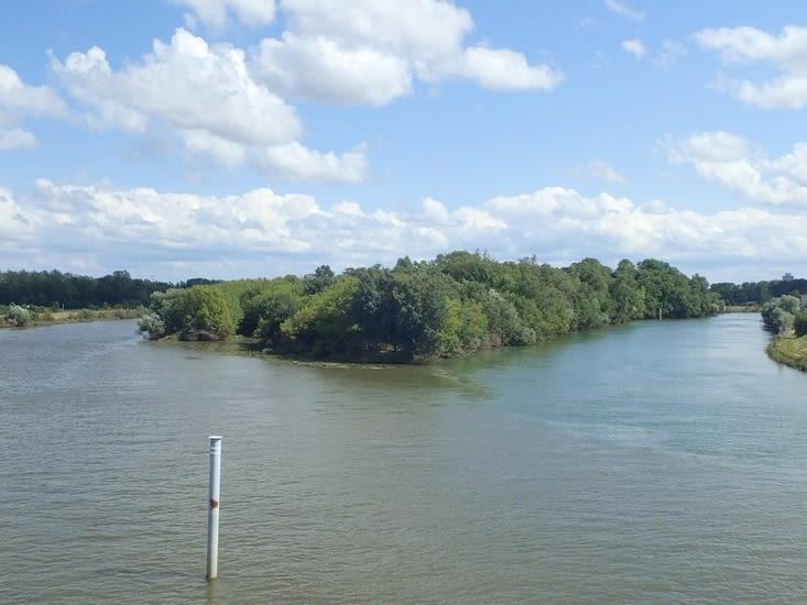 Confluent de la Saône et du Doubs.