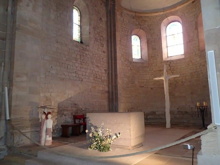 Le chœur de l'église romane.