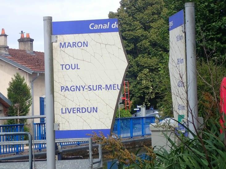 Le canal nous promet de nous conduire à l'étape à Pagny-sur-Meuse.