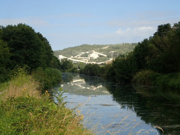 Le canal de l'est et les fours à chaux de Sorcy.
