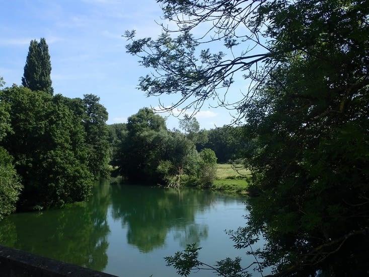 .La Meuse à Stenay.