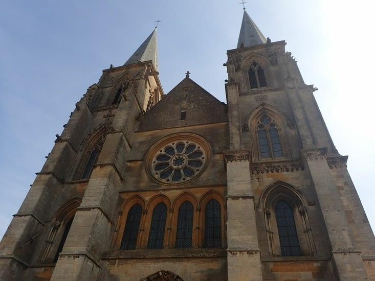 L'abbatiale Notre-Dame deMouzon.