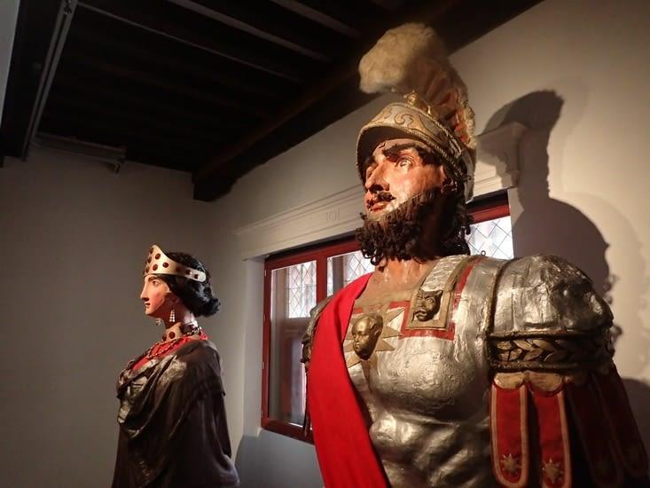 Reuze-Papa et Reuze-Manan, les Géants de Cassel.