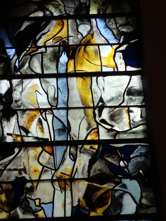 Un vitrail de l église à l'entrée de l'abbaye du Mont-des-Cats.