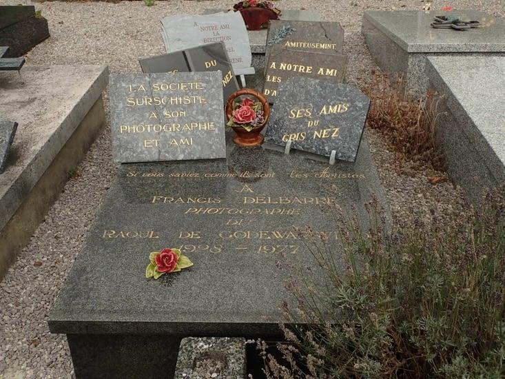La tombe de Raoul de Godeswaervelde au cimetière d'Audinghem.