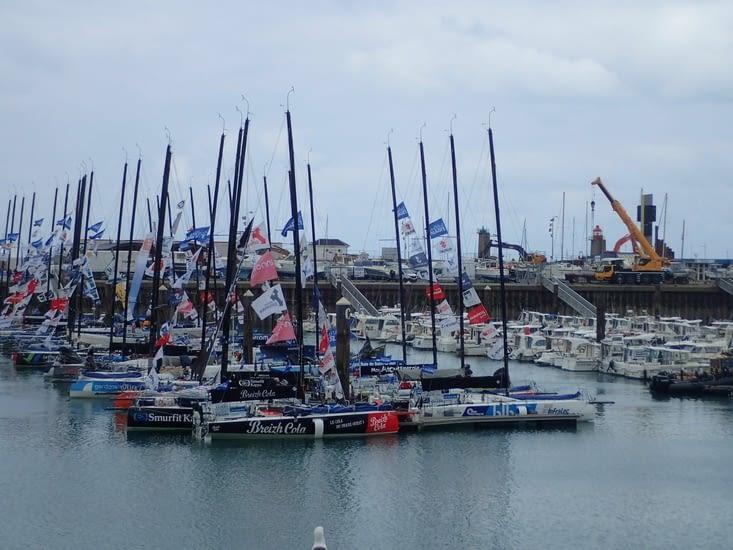 Les bateaux de la Solitaire du Figaro au mouillage.