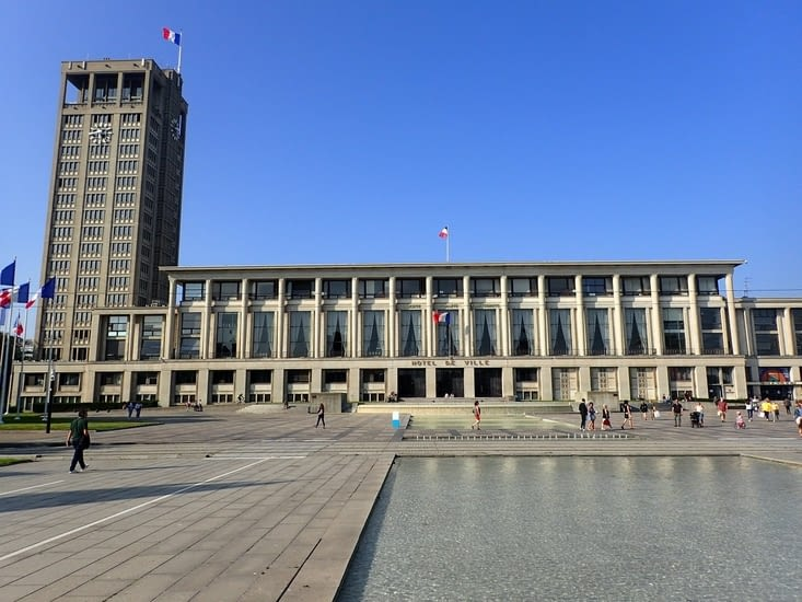 L'hôtel de ville du Havre témoin de la reconstruction de la ville par l'architecte Perret.