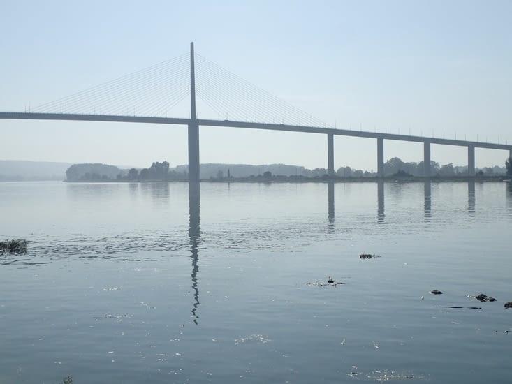 Le pont de Brotone dans la brume.
