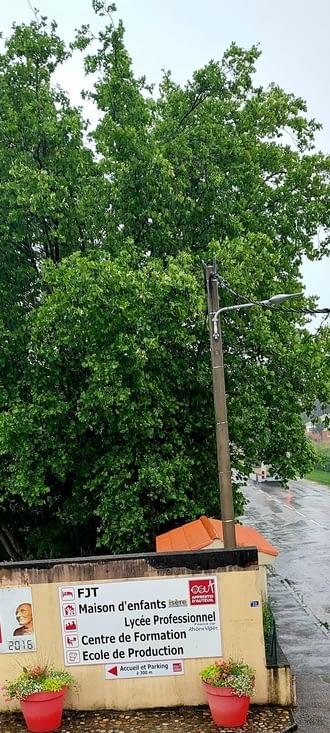 17.00, arrivée à l'étape- 17.10: il pleut comme pas permis, ma journée s'est passé au sec.