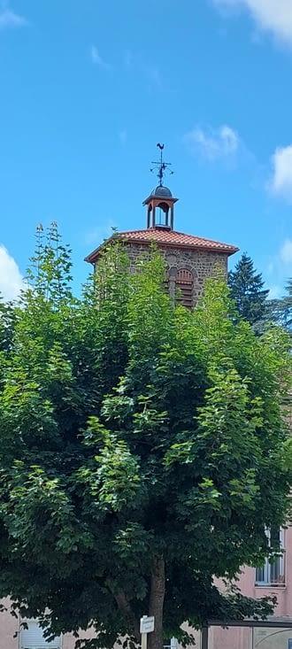 L'église de St-Julien-Molin-Molette, juste pour le nom du village, ça ne s'invente pas.