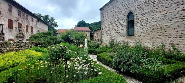 Pour le gîte, je dois me rabattre sur l'ancienne abbaye cistercienne à Clavas, à 2km...