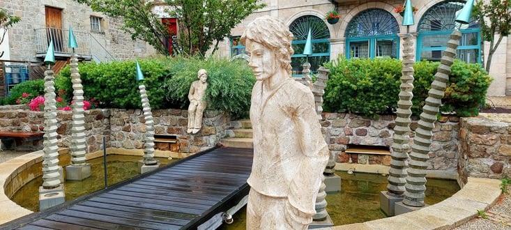 Et voilà Tence, et sa fontaine