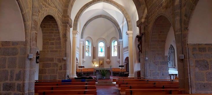 L'église de Saint-Jeures, avec sa douce chaleur nous accueille