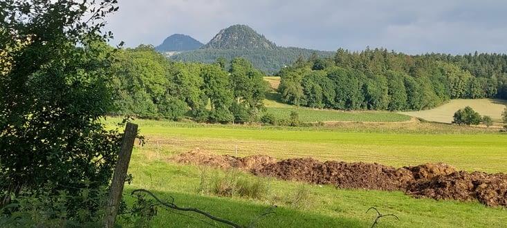 Les typiques cônes de lave indiquent que Le Puy n'est pas loin