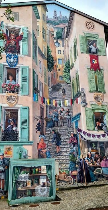 Et on découvre ces magnifiques fresques murales