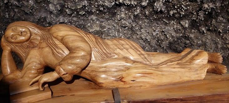 Chapelle troglodyte de Marie-Madeleine: je trouve ls statue belle