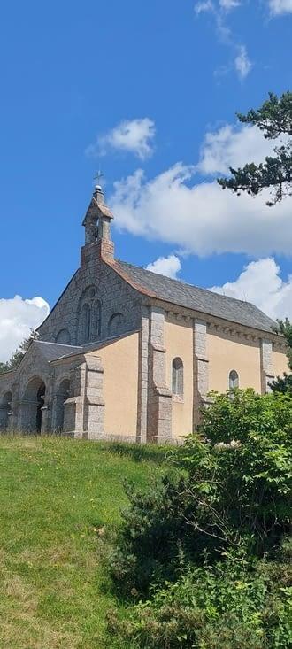 La chapelle St-Roch se trouve un peu plus loin,