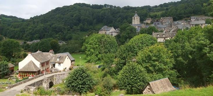 Toujours St-Chély, très joli village, et son pont des pèlerins....