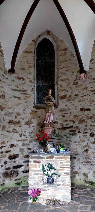 La chapelle St....? Roch, pour encourager le pélerin en milieu de montée.