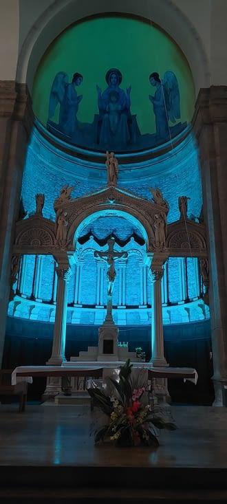 Moi je préfère la lumière que done le vitrail à l'église