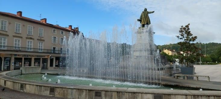 Fontaine Gambetta, au petit matin