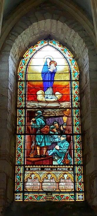 C'est la première fois que je vois un monument aux morts sur vitrail....