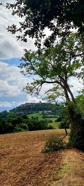 Lauzerte, un peu comme Romont, mais avec une colline plus haute