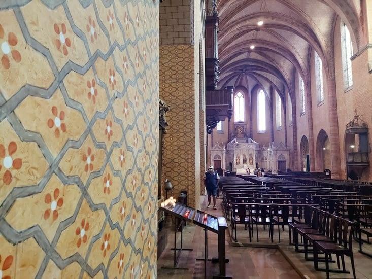 L'église a la particularité d'être 'repeinte' a l'ancienne