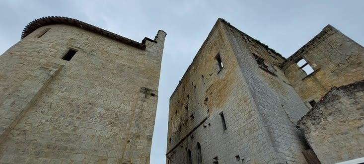 Ce perit village- château- fort est encore quasi intact après des siècles d'histoire..