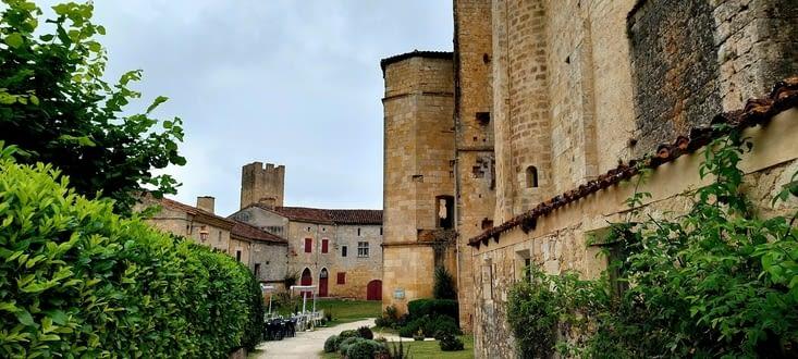 Larressingle est une petite bourgade médiévale