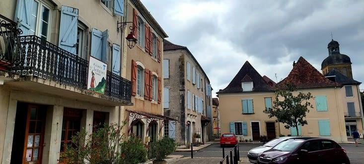 Navarrenx est vraiment une belle bourgade,  fortifiée, l'après midi de passe à la visiter
