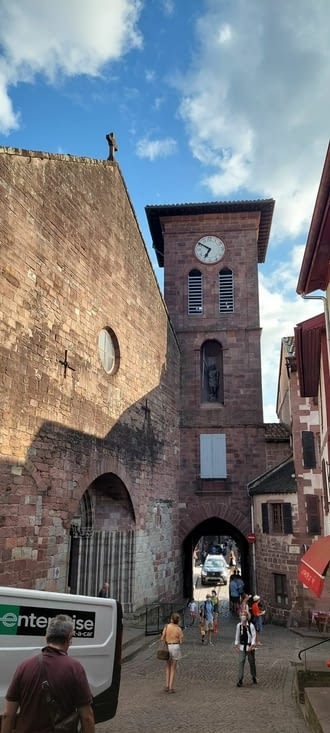 La porte des pèlerins ou porte St Jacques