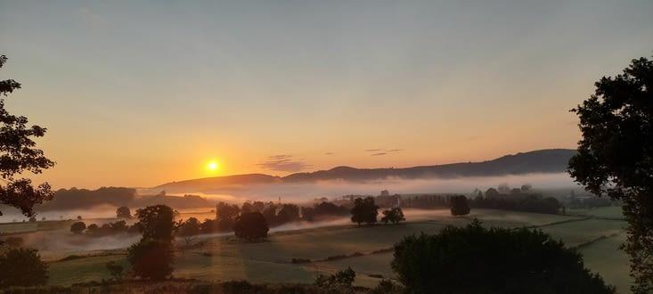 Le jour de levée sur le pays basque