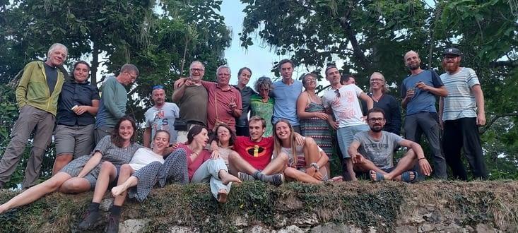 Sacrée équipe en haut des remparts pour un casse- croûte chaleureux!