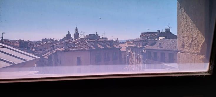 Vue depuis la maison du sonneur... dans la tour du clocher,  65 marchés pour y arriver