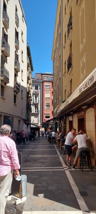 Et voilà Pamplona et ses rues animées..