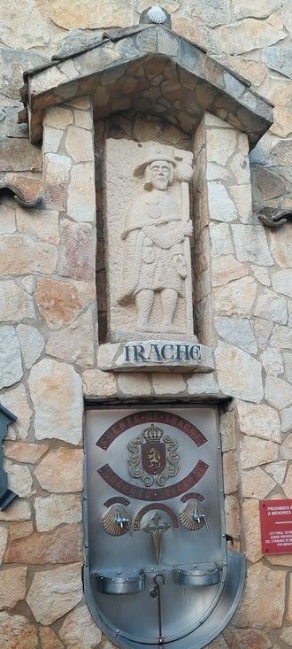 Le célèbre monastère d'oracle, et sa fontaine à vin