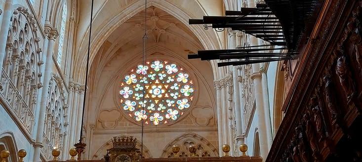 La rosace et les tuyaux d'orgues