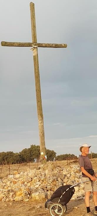 Le point culminant, à 1070 m, on retrouve Martin, Kevin et Marine, qui ont camps la...