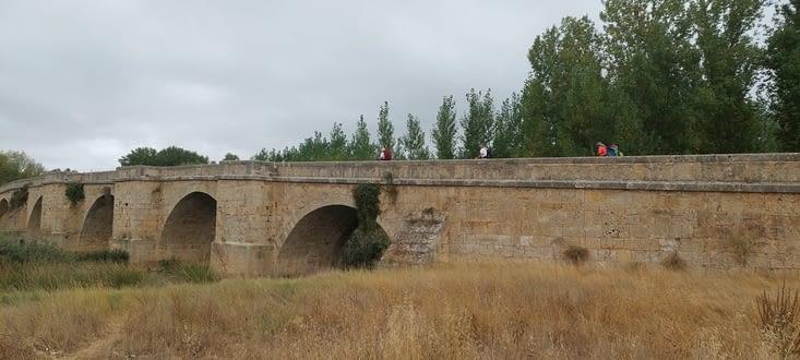 Rio Pisuerga et son pont roman, déjà mentionné au XIIè siècle