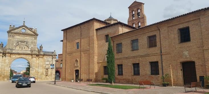 D'où le grand nombre d'églises et de monastères