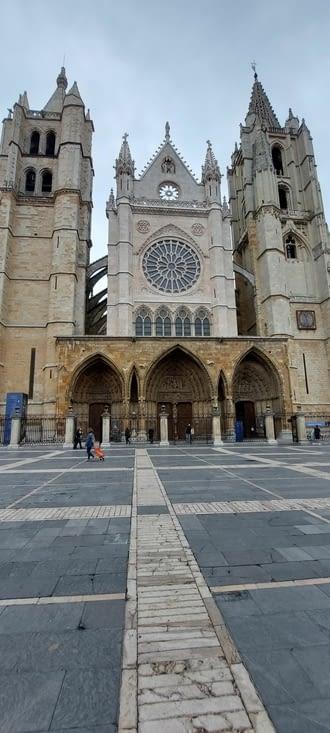 Gothique du XIIIè siècle,  construite en 50 ans....