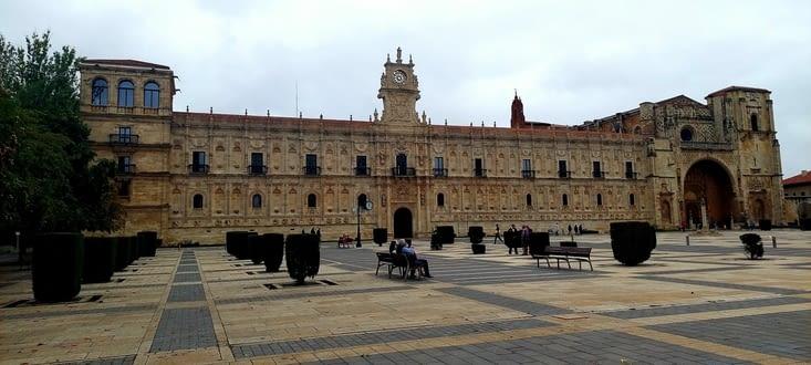 Visite en ville, palais San Marco, d'abord hôpital, puis gîte,
