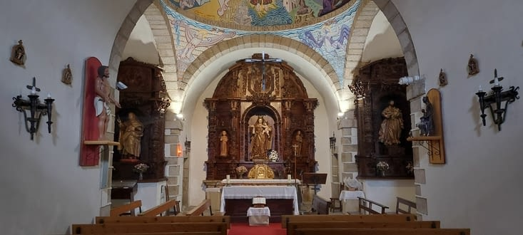 Avec une jolie chapelle attenante