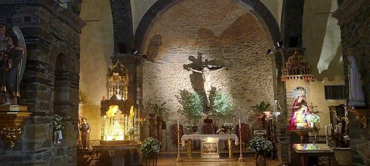 Messe du dimanche dans une église dont j'aime la sobriété